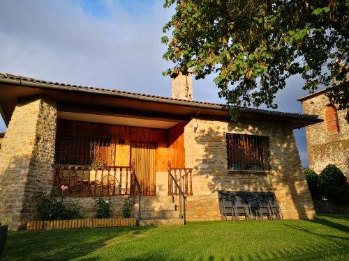 Etxarrienea rural houses I & II (Salinas de Oro)
